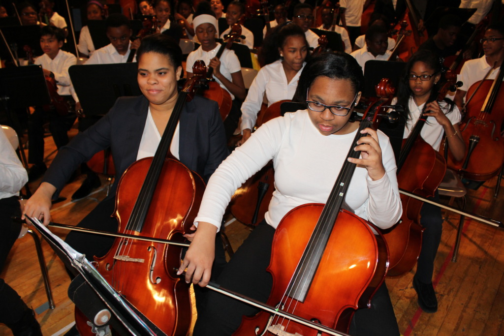 Two cellists play with heart and soul!