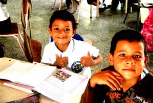 Escuela Nueva Students with Learning Guides