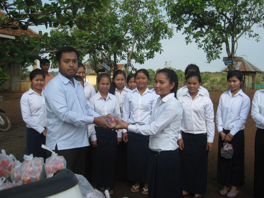 PEI scholars receive food support