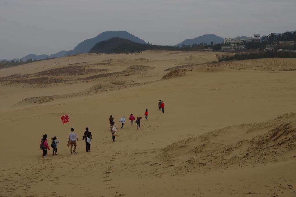 walking the biggest dune in Japan