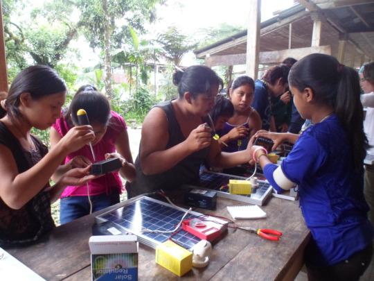 Fatima, solar saleswoman teaches other girls