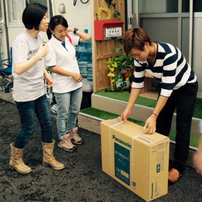 Peace Winds delivers a heating carpet to Kimito