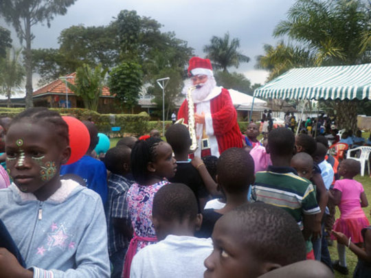 The children have fun at Christmas! (SOS-Archives)