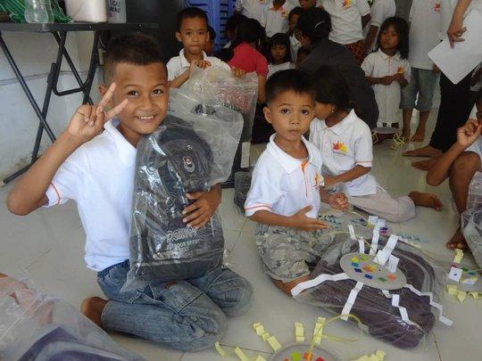 Children enjoy new bags and T-shirt