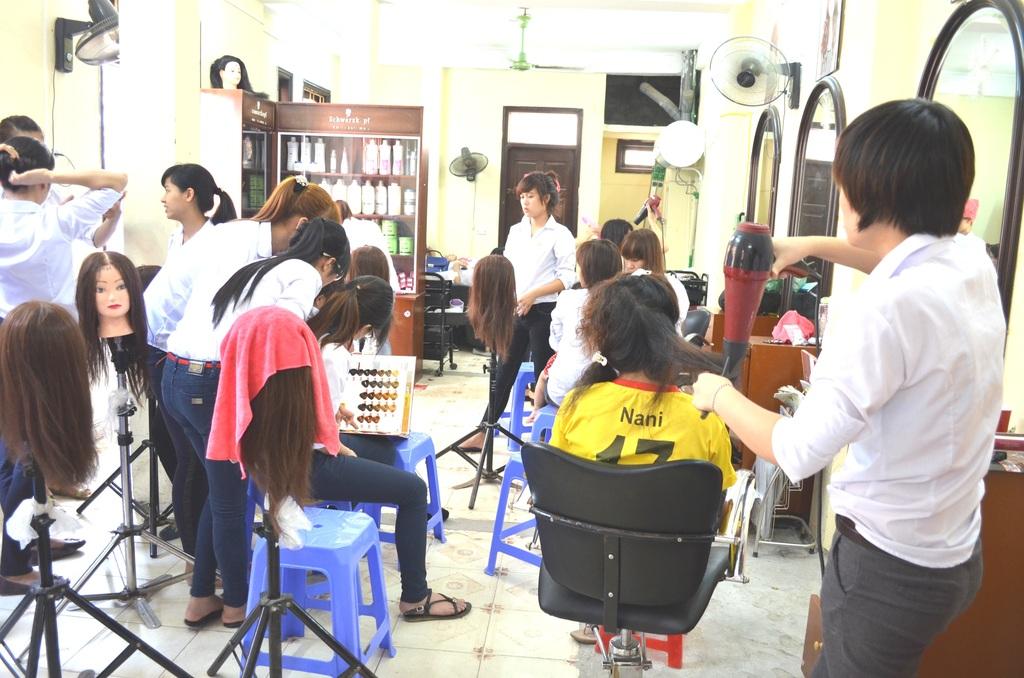 Hairdressing class at REACH Hanoi center