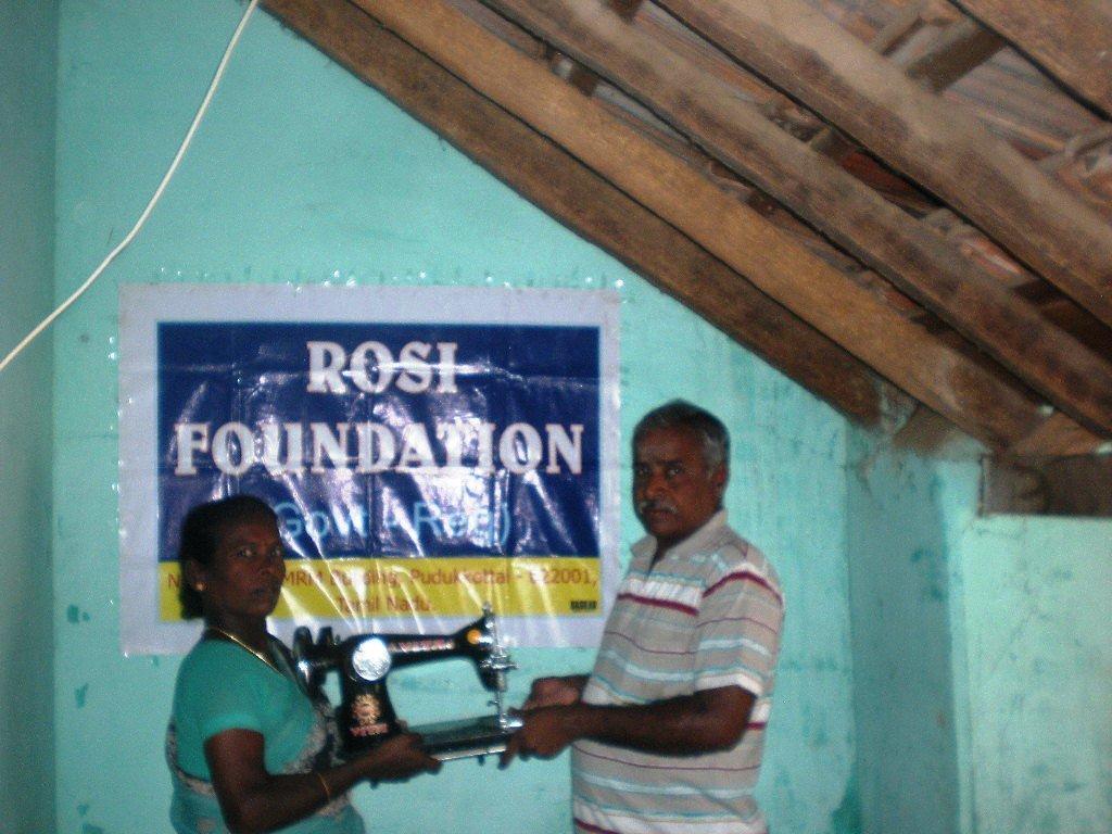 Mrs.Vanakkam Mary, a widow receives sewing machine