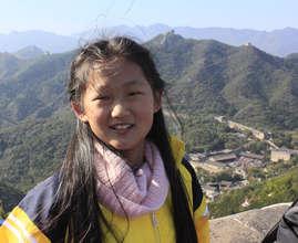 Zhou Li Sha posing at the Great Wall