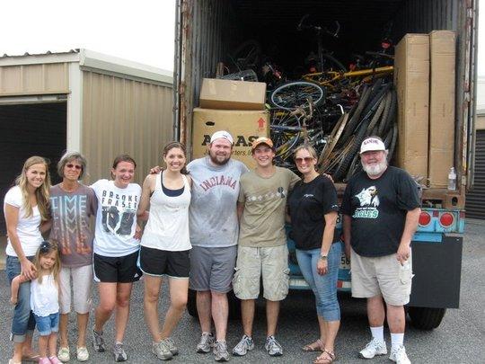B4H GA Volunteers Preparing Container for Shipment