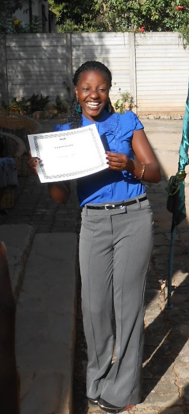 Sithabisiwe receives her Counseling diploma
