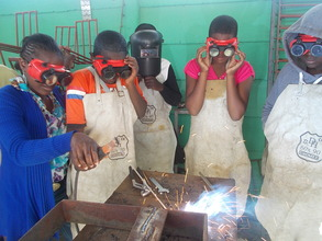 Multiskilled Sithabisiwe teaches welding to girls