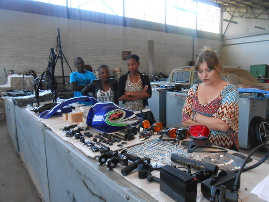 Samantha & others tour motorcycle factory