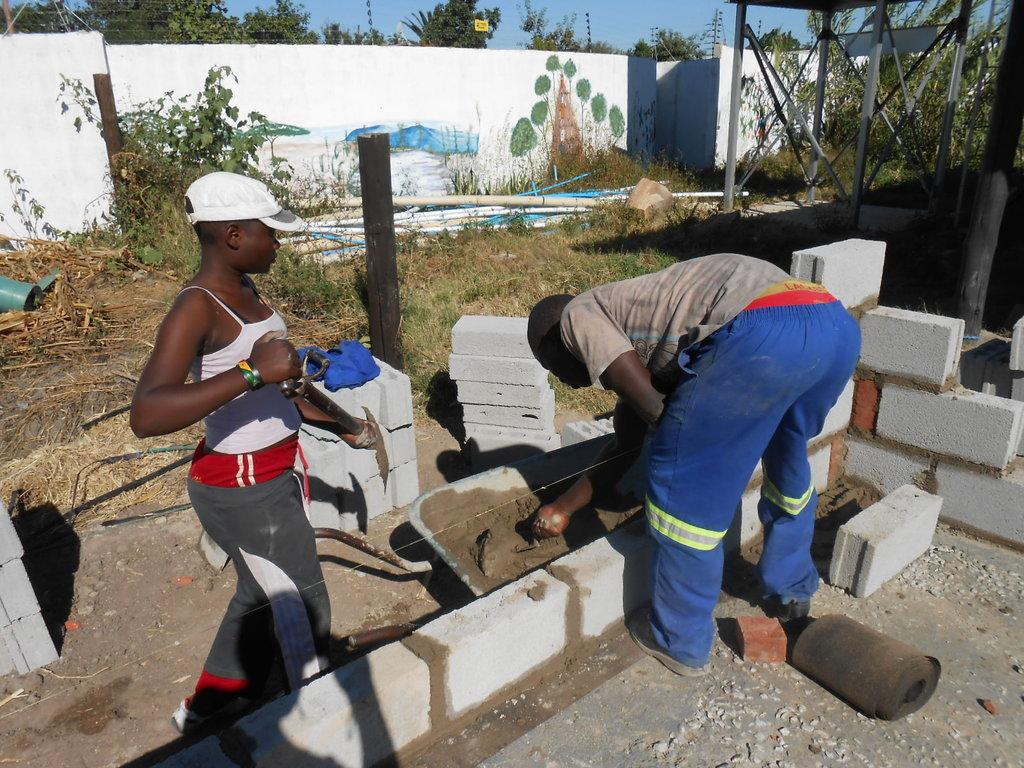 BUILDING THE FUTURES OF 100 ZIMBABWEAN GIRLS