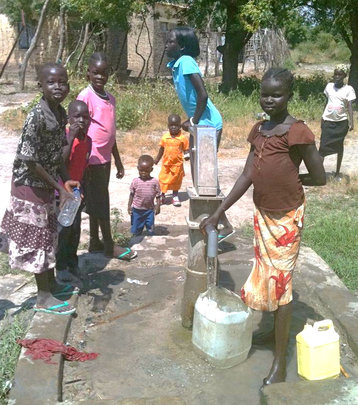Pumping water in Old Fangak