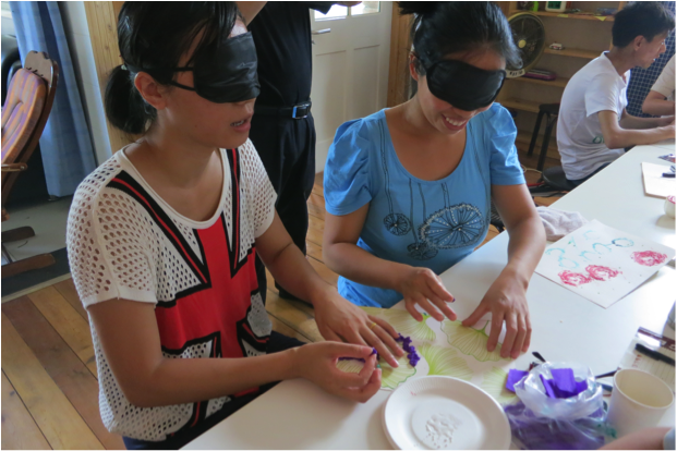 Learning how to create art pieces (blindfolded!)