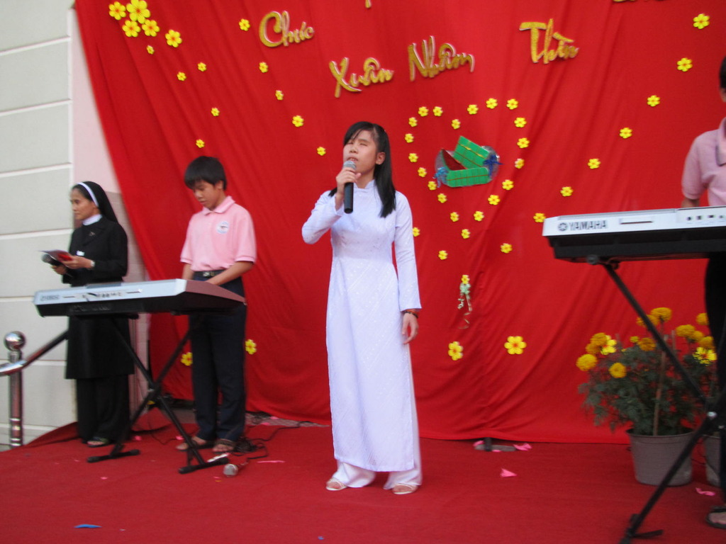 concert at new Nhat Hong