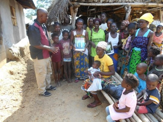 Counseling: talking to families in Totota.