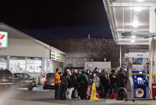 Waiting for gas (CC courtesy Tasayu Tasnaphun)
