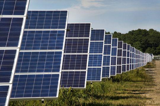 Solar Farm (CC courtesy Brookhaven National Lab.)