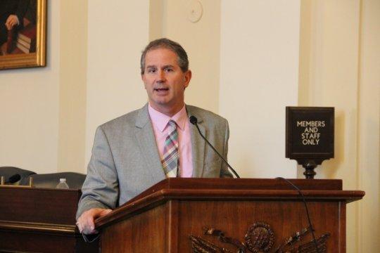 Tom Peterson speaking at briefing on renewables