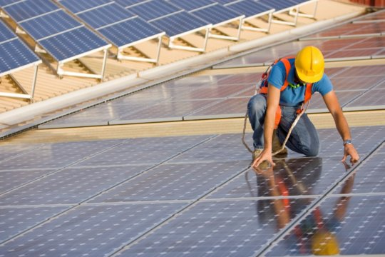 EESI highlights the benefits of clean energy