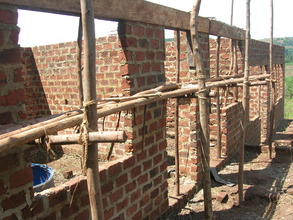 The strong ring beams help to hold the wall tight