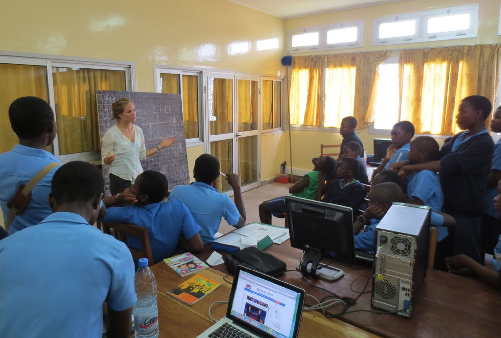Clara Rowe Teaches Class in Buea, Cameroon