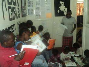 girls reading moment