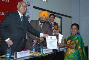 Ms.Jayamma.,President-CMM receives National Award