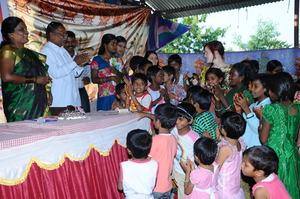 Children' love to CMM President on her B'dayOct.16