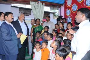 Ambassador.Eric Goospy,USA ,interacts c the KIDS