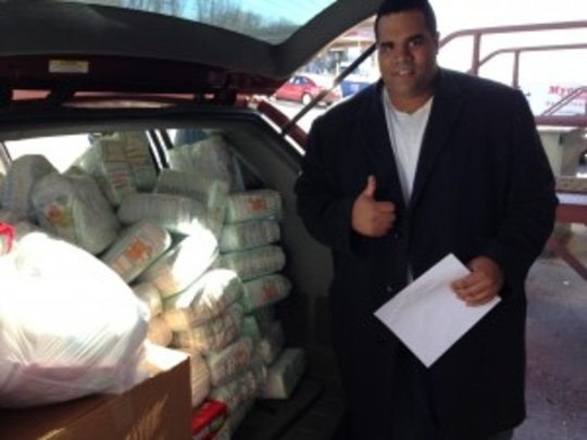 Jorge loads a car full of 5,000 diapers!