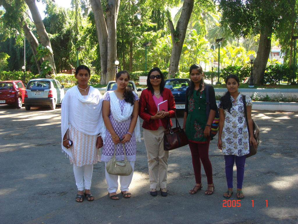 g4g scholarship girls after lunch with Chandana