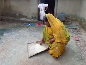 Tetri cleaning rice before cooking