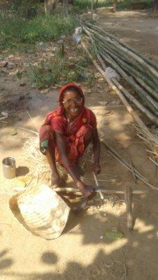 Putul while weaving basket