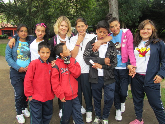 Valerie sharing with children from Nuevo Amanecer