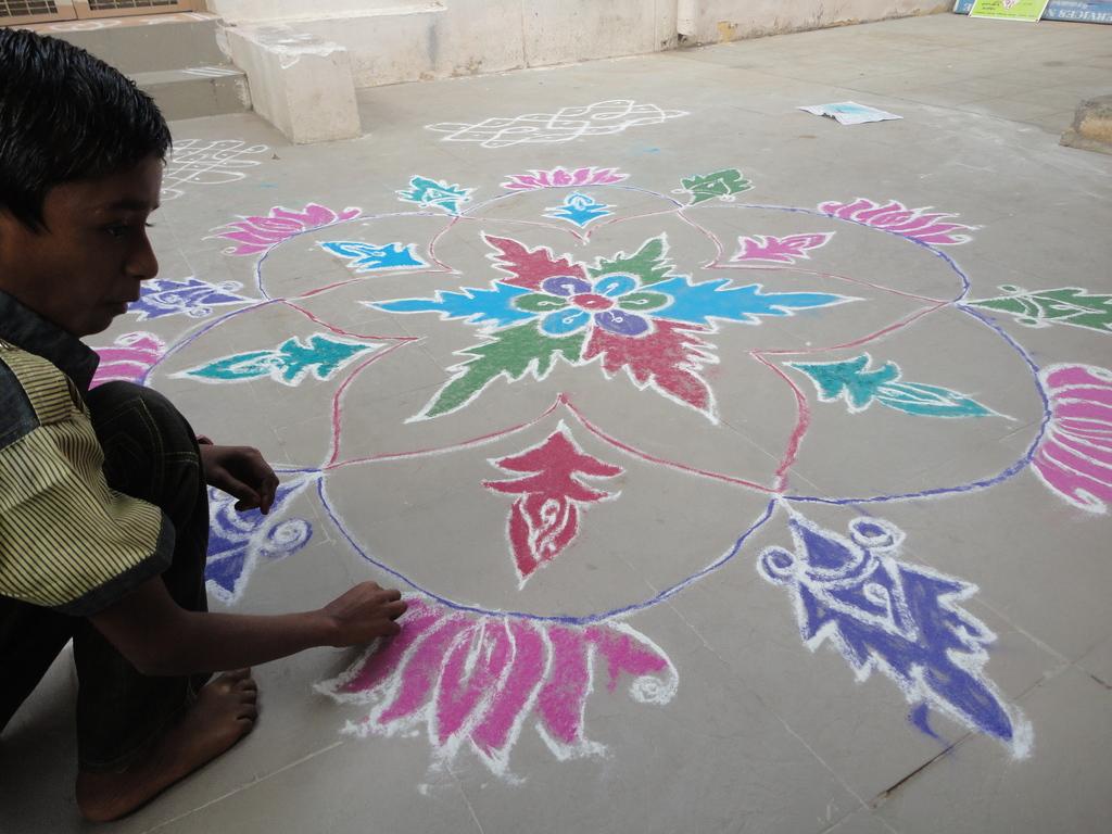 Rangoli Kolam by Peer Leaders