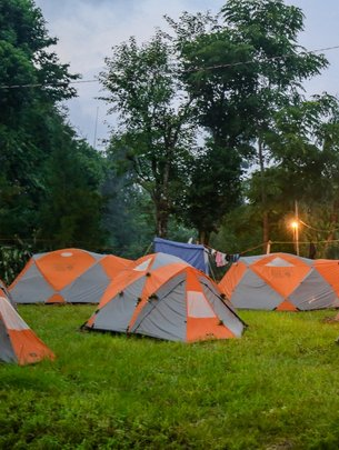 Volunteer Housing -Tents-on hosp. grnds to be near
