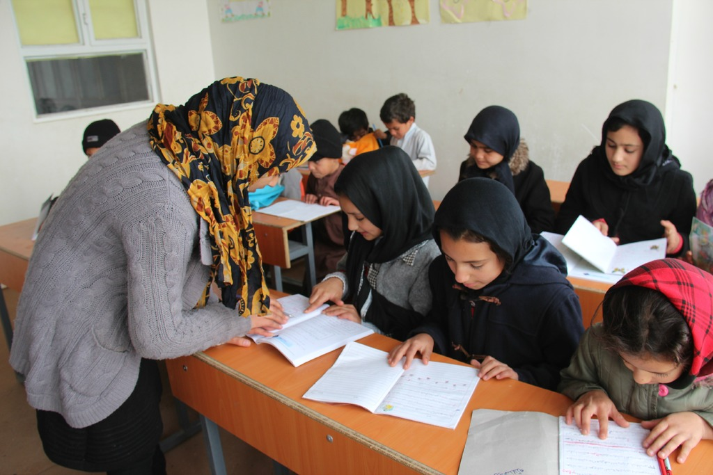 A teacher trained by AIL working with students