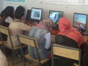 Students in an AIL computer class