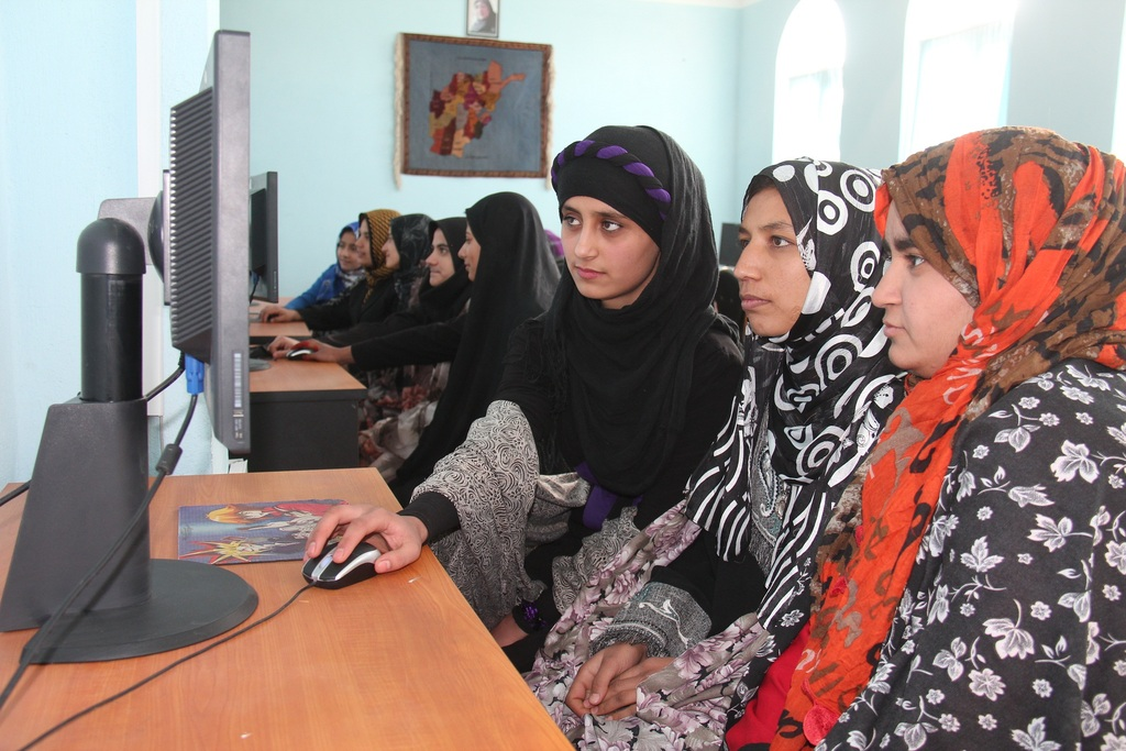 Computer Students in an AIL center