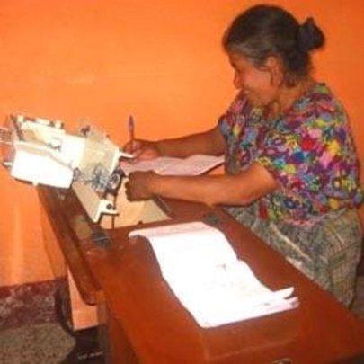 AFEDES member working at her desk