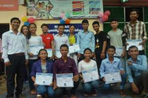 Class photo of certificate delivery