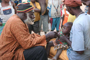 Vaccinations in the village of Djenfing