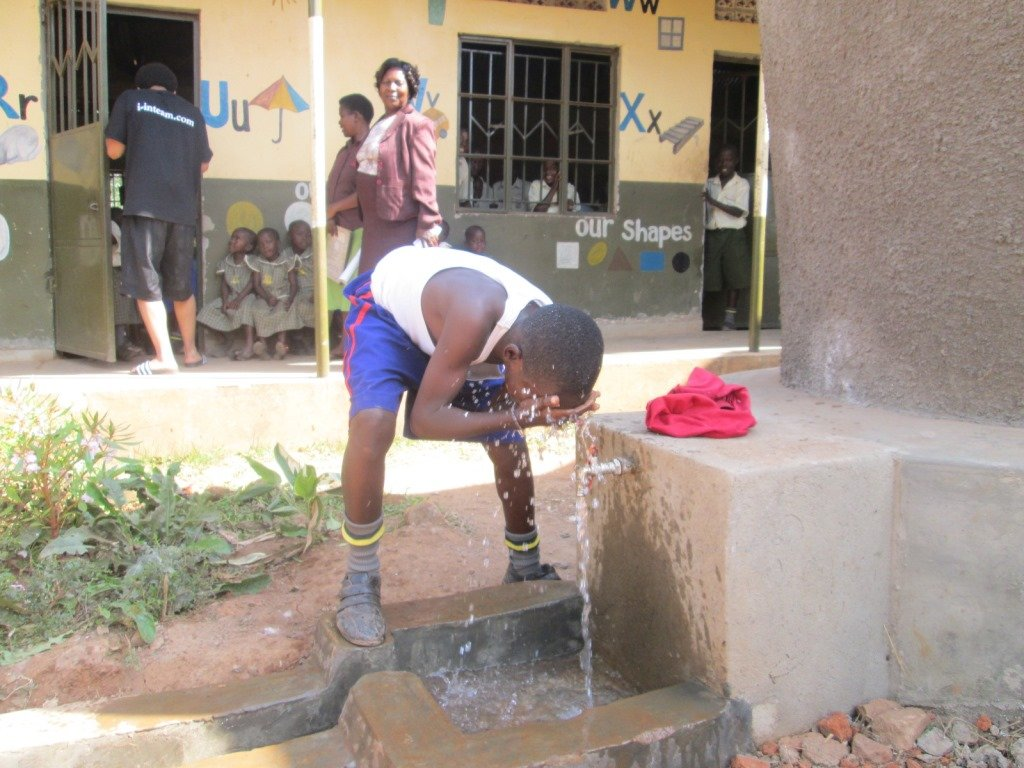 A pupil using up tank water
