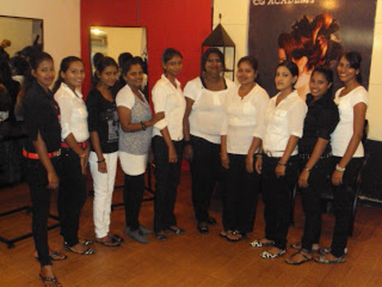 Job training for at-risk young women in Sri Lanka