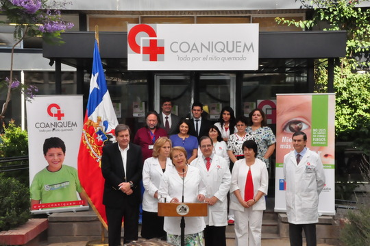President Bachelet with COANIQUEM Staff