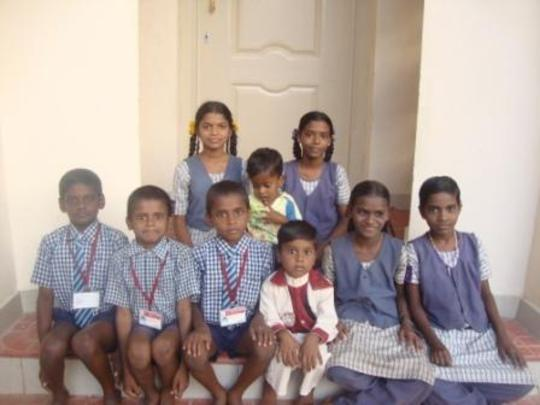 Sisma with other children
