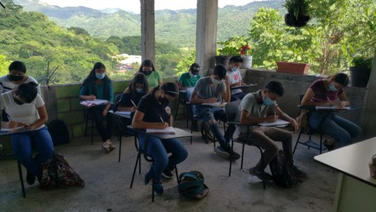 Staggered classes in Honduras