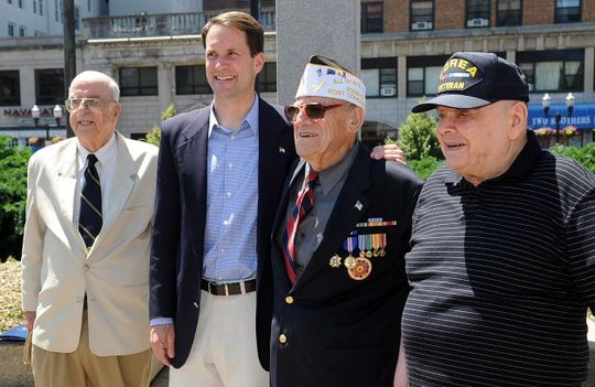 Jim Himes with Veterans Group