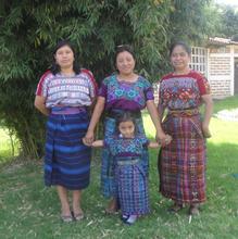 Alumni Juana, Paula and her daughter and Carmela